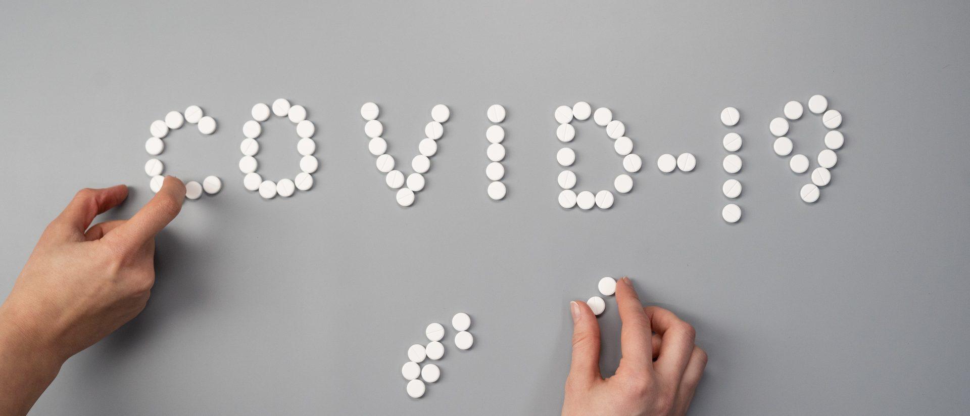 pills-on-gray-background-3923164